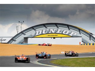 Signatech Alpine Matmut and G-Drive Racing heading under the Dunlop bridge