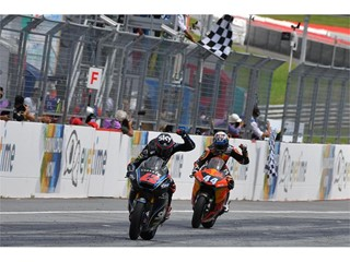 Dunlop's 2018 FIM Moto2™ and Moto3™ Championship battles resume at Misano