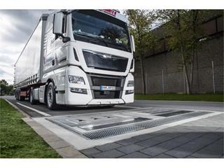 Goodyear představuje novou řadu úsporných nákladních pneumatik snižujících emise CO2 a nejmodernější technologii správy pneuhospodářství