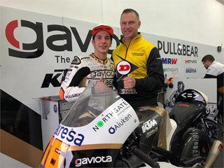 Andrea Migno receives the 2018 Dunlop Forever Forward Award from Wim Van Achter of Dunlop