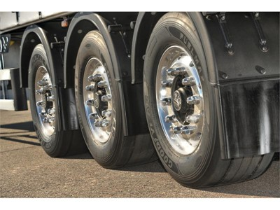 Goodyear FUELMAX truck tires contribute to savings in Mercedes-Benz Efficiency Run 2015: Holistic approach results in up to 14% fuel savings for a semi-trailer combination