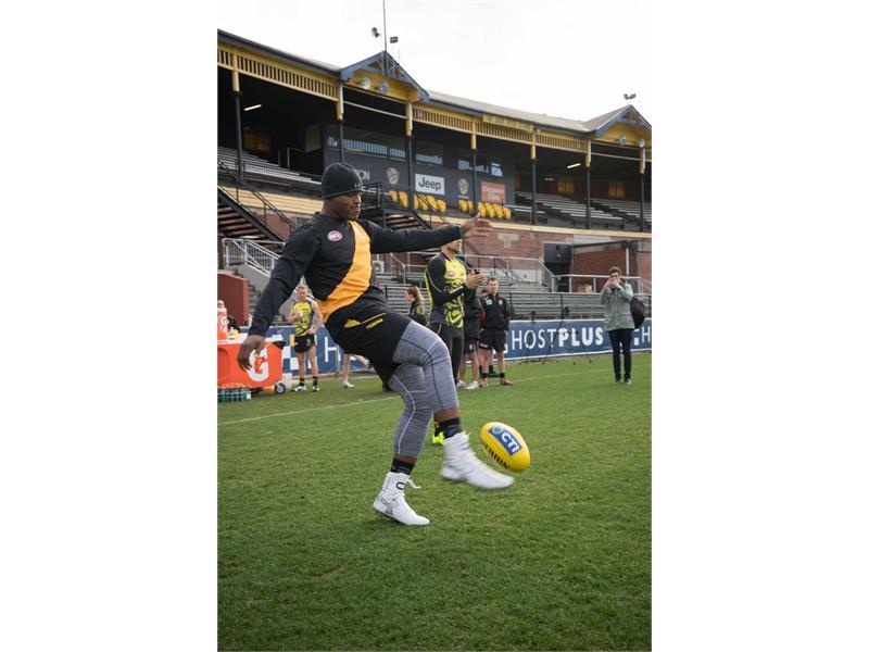 Gatorade : Gatorade Football Exchange Program with <b>Cam Newton</b>
