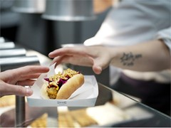 More plants for the many people: The new veggie hot dog is now available at IKEA