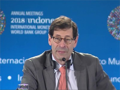 IMF Sees Growth Plateau, Warns of Risks