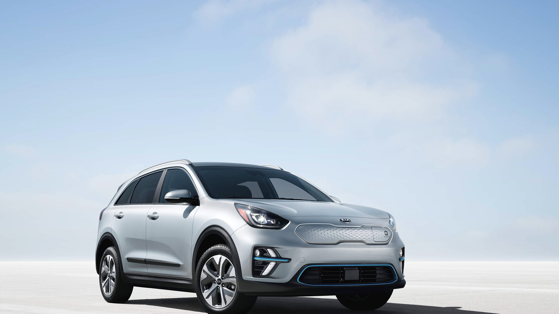 All−New 2019 Kia Niro EV Crossover Utility makes North American Debut. The new Niro EV opens a world of new possibilities for consumers who love crossover characteristics but also want all the benefits electric vehicles have to offer. Not only can they have all the functionality of a traditional crossover, but they can have it while happily driving past filling stations. Powertrain and Battery Energy and power for Niro EV comes from a state-of-the-art, liquid-cooled 64kWh lithium ion polymer battery that is packaged under the floor of the vehicle to allow for minimal passenger space intrusion. Fast charging3rates are brief, so even extended road trips can continue after only short charging intervals. Some specifications and features of the Niro EV battery and powertrain include: 201-horsepower electric motor with 291 lb.-ft. of torque Charging protocol changed to CCS and battery can now charge at 100kW which I love! Combined Charging System (CCS) DC fast-charge is standard equipment. So that's approximately 100-mile recharge in 30 minutes or 80 percent total battery capacity in 75 minutes. Level 2 (240v) at 7.2 kWh charger needs approximately 9.5 hours for a full charge. Charge time and range based on 50 kW charger performed at 200 amps. Also 77 degrees Fahrenheit battery temperature, and under 10% battery State of Charge. Actual range will vary with options. For that's driving conditions, driving habits, vehicle maintenance, charging practice. Also the battery age, weather, temperature and your vehicle's condition. Battery capacity will decrease with time and use. Frequent use of DC fast charging can negatively impact battery performance and durability. . So Kia recommends minimizing use of DC fast charging