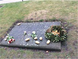 Das Grab Friedrich des Großen mit Kartoffel