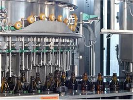 Moderne Brauerei in Bayern, Nähe München, Flaschenabfüllung