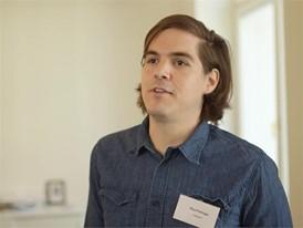 """Paul Pollinger, Inhaber und Gründer der ersten veganen Metzgerei in Deutschland, der """"Vetzgerei"""" in Berlin."""