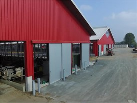 Ein moderner Milchviehbetrieb in TANNA mit Ventilatoren zur Lüftung und Kühlung der Ställe