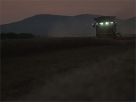 CLAAS LEXION 700: Working at night