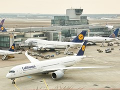 Lufthansa A350-900: the world's most modern long-haul airplane makes an appearance at Frankfurt Airport