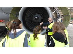 Girls` und Boys` Day: Schülerinnen und Schüler entdecken die Lufthansa Group Arbeitswelt
