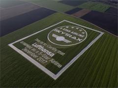 Lufthansa präsentiert in München die größte Urkunde der Welt