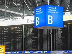 Lufthansa bereitet sich auf Sommerreisewelle vor: 140.000 Fluggäste am Hauptdrehkreuz Frankfurt erwartet
