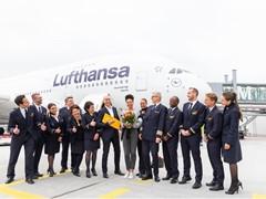 Lufthansa begrüßt den millionsten Fluggast auf dem Airbus A380 in München
