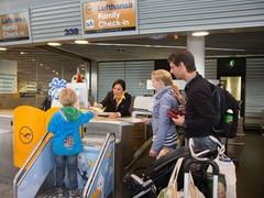 Lufthansa bereitet sich auf Sommerreisewelle vor: Täglich werden bis zu 240.000 Fluggäste am Hauptdrehkreuz Frankfurt erwartet