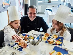 Alexander Hermann creates children's menus for Lufthansa