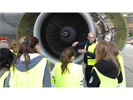 Schülerinnen und Schüler entdecken die Lufthansa Group Arbeitswelt