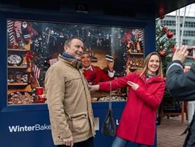 Lufthansa verschenkt Weihnachtsgebäck aus aller Welt