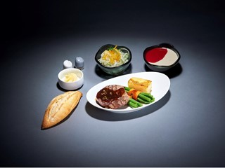 """Extended food selection: Lufthansa introduces """"A la carte dining"""" meals in Economy and Premium Economy Class"""