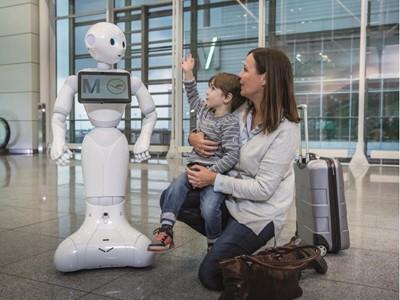 Flughafen München und Lufthansa testen humanoiden Roboter im Terminal 2