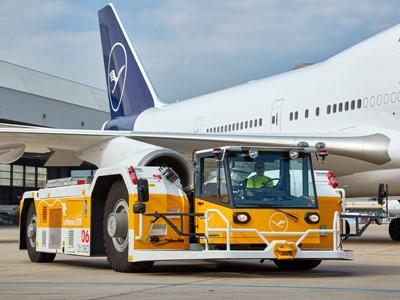 Lufthansa LEOS nimmt zweiten eSchlepper am Flughafen Frankfurt in Betrieb