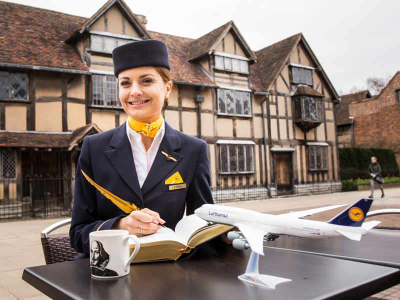 To be or not to be? Be-Lufthansa.com! - Lufthansa flight attendant Susanne D´Aloia in front of Shakespeare´s birthplace