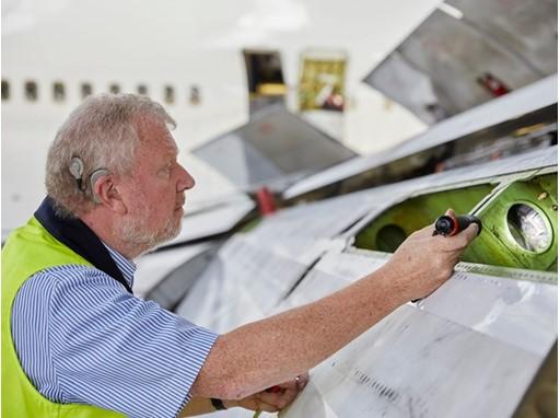Überprüfung der Landeklappen auf Strukturschäden