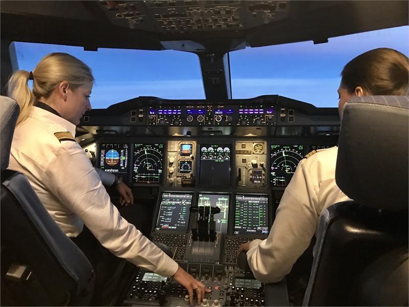 lufthansa group newsroom lufthansa group pilotinnen heben ab - Lufthansa Bewerbung Pilot