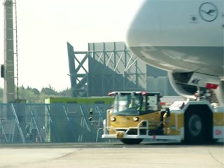 Lufthansa LEOS eSchlepper