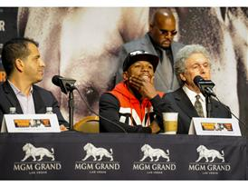 Mayweather with Showtime and MGM execs 3