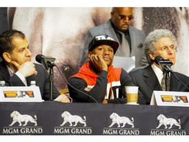 Mayweather with Showtime and MGM execs 4