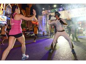 Rock 'n' Roll Marathon runners greeted by Elvis