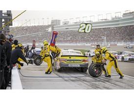 No. 20 Matt Kenseth's pit crew