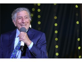 Tony Bennett speaks at tribute