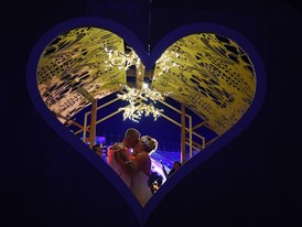 Lovebirds Flock to Las Vegas for Valentine's Day