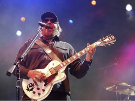 Hank Williams Jr. Rocks Laughlin