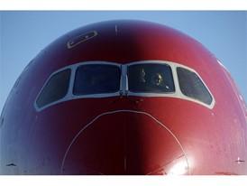 Norwegian pilot gives thumbs up