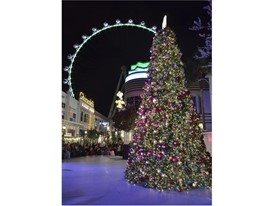 Christmas tree at the LINQ Promenade