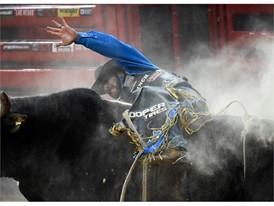 J.W. Harris rides Big Benny