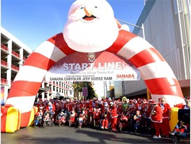 Runners ready to take off at the start line of the 2017 Great Santa Run
