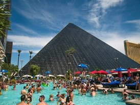 Temptation Sundays at Luxor Hotel and Casino