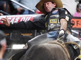 Fabiano Vieira rides Medicine Man