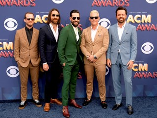 Red Carpet: ACM Awards Bring Country Back to Las Vegas