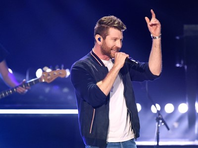 Brett Eldredge Pops Up in Las Vegas for CMT Instant Jam