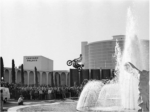 1967: Evel Knievel jumps over the Caesars Palace Fountains