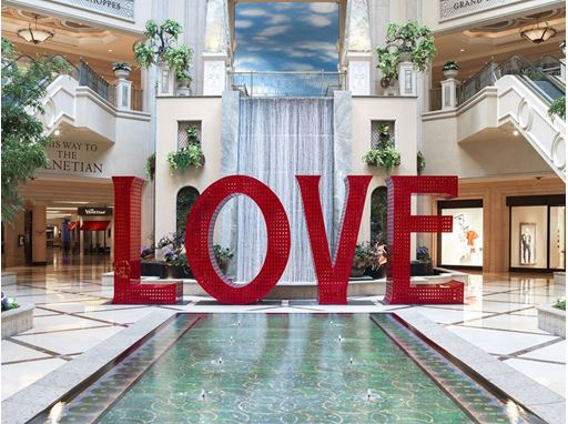 LOVE sculpture at The Palazzo Las Vegas