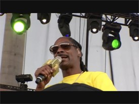Snoop Dog Entertains Runners at the GEICO Rock 'n' Roll Las Vegas Marathon