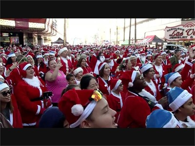 Dressed All in Red from Head to Foot, Thousands of Santas Run for Las Vegas Charity