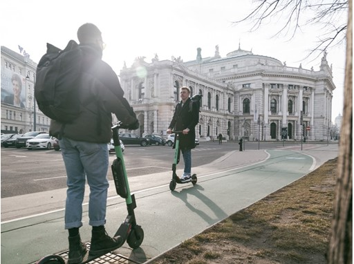 Emissions-free to the Burgtheater: the e-scooters are very popular in Vienna (photo: Tier Mobility)